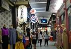タイのお洋服と日本語の看板.jpg
