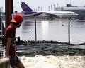 ドンムアン空港の渇水路も浸水.jpg