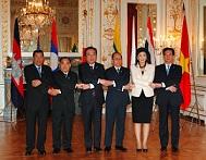 メコン地域諸国首脳会議集合写真.jpg