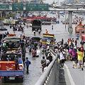 洪水から避難する人たち.jpg